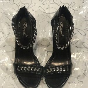 """NEW ITEM! CHAIN FAUX 4"""" WEDGE (ALMOST LIKE NEW)"""